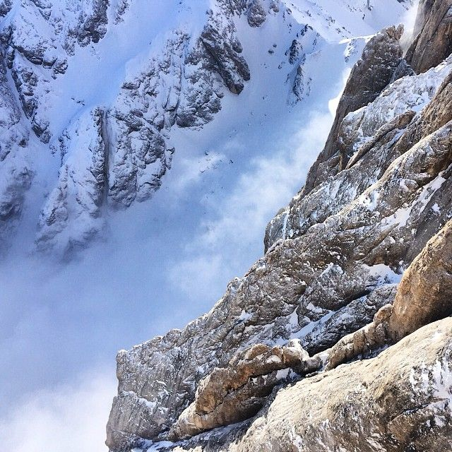 Guardare giù e sentirsi piccoli... #marmolada here! #snow #down #clouds #dolomiti #dolomites #dolomitistars #veneto #venetissimo #my_dolomiti #dolomitisuperski @dolomitimountain @dolomitisuperski #winter #mountain #dolomitistars @ig.veneto @igersveneto #rocks #nature #unesco #unescoheritage #view #natgeo #natgeopeople #natgeopro #ig_veneto