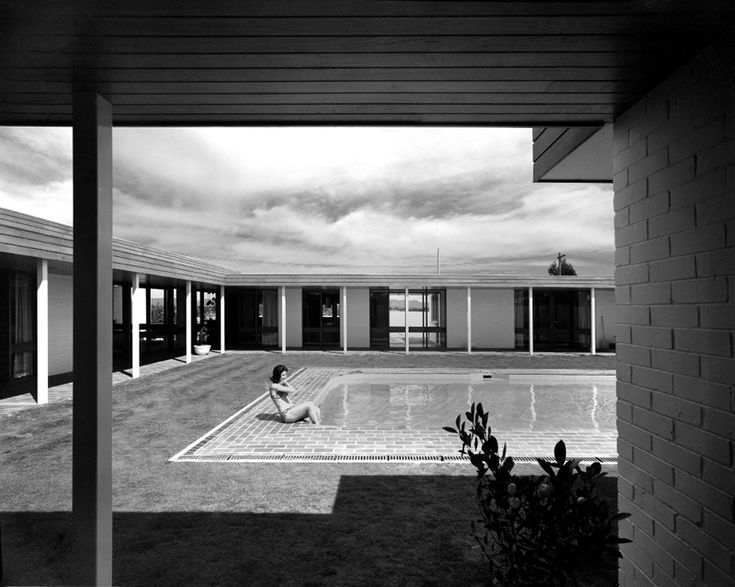 3 Arkana St Yarralumla, Canberra - photographed by Max Dupain in 1968. Designed by architect Noel Potter