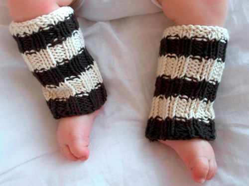The tiniest legwarmers. Handknit in the colors of your choice. By Toto Knits.
