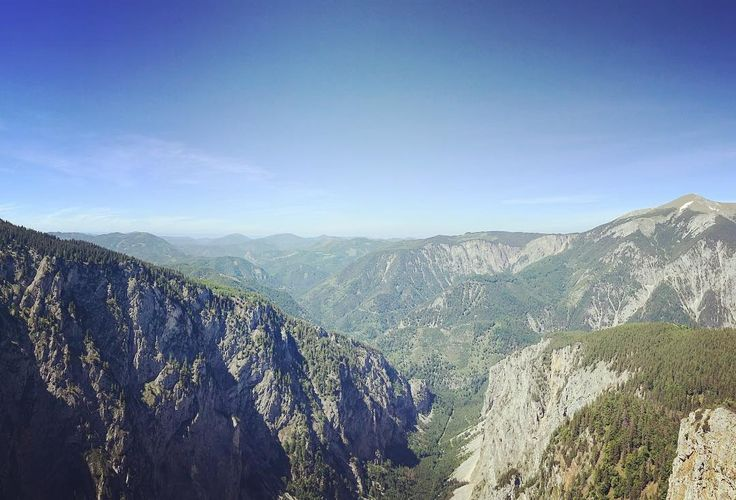 #mountinesarecallingsoimustgo #holiday #getlost #hike #explore #exploremore #hiking #mountains #mountainview #ferrata #instasky #sky #forest #valley #valleyview #valleys #reef #goingout #goingup #alpen #raxalpe #trip #vocation #adventure #adventures #liveyourlife #lifeisgreat #nas_svet
