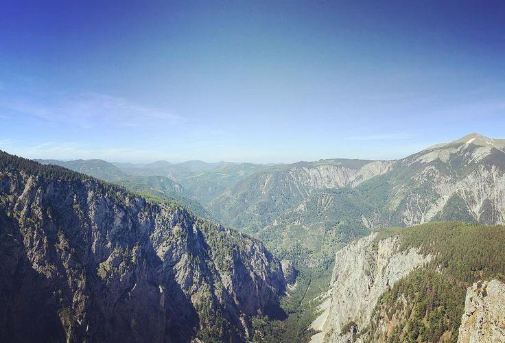 #mountinesarecallingsoimustgo #holiday #getlost #hike #explore #exploremore #hiking #mountains #mountainview #ferrata #instasky #sky #forest #valley #valleyview #valleys #reef #goingout #goingup #alpen #raxalpe #trip #vocation #adventure #adventures #liveyourlife #lifeisgreat #nas_svet
