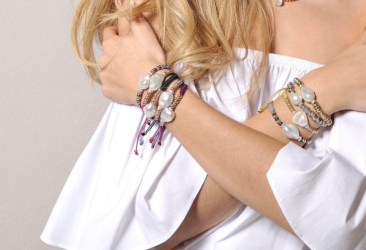 Pulseras de perla, plata y macramé    Marina García Joyas