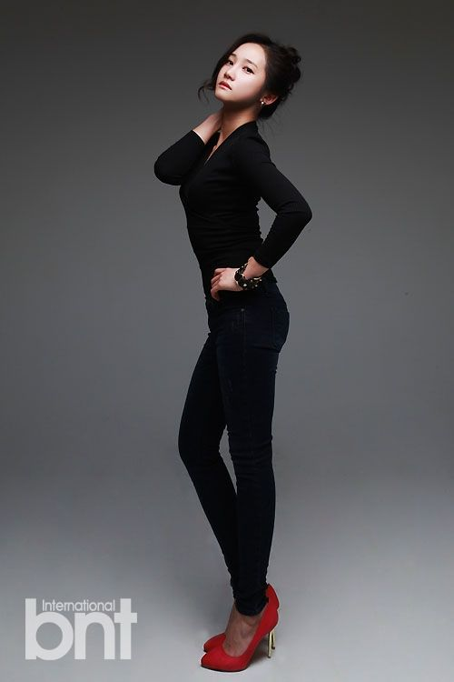 Black Long Sleeve Plain Fashion of Hello Venus Yoo Ara