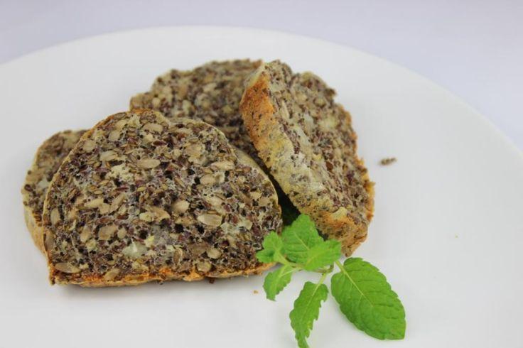 Upečte si chlebík INAK. Bielkovinový chlebík je pre vás, ktoré máte radi tvaroh, semienka a vajíčka. Mňáááááám