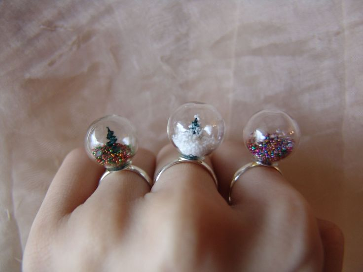 3 Amazing DIY Handmade Glass Globe Rings with a wonderful scenery inside! Perfect for a Christmas gift!'  #diy #handmade #rings #christmas