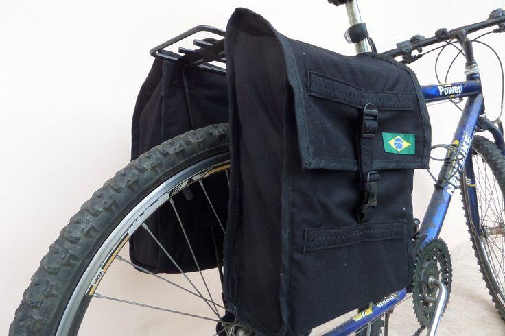 Terceiro alforge de brim feito por mim, este na cor preta, ainda está a venda. Por R$ 75,00. Também costurado na Vigorelli Zig Zag. Segue link do anúncio no site OLX http://sc.olx.com.br/florianopolis-e-regiao/ciclismo/alforge-para-bicicletas-327921316