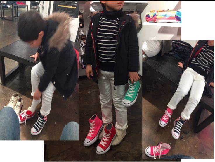 3/23NYのSOHOにあるコンバースフラッグシップ店にて、息子の靴選びにお付き合い。日本にはない色も沢山あって悩むご様子。最終決定はお互い意見が一致して、右下のネオンピンクとアメリカンフラッグデザインの2足で決着。