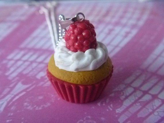Collier cupcake framboises et crème en fimo