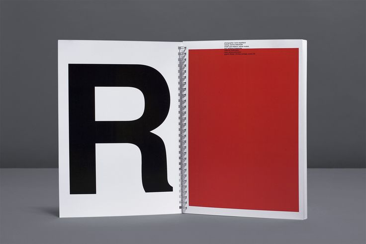 FASHION IS FAST. LOOKBOOK.      Am Anfang von Anna-Sophie Bergers Arbeit und neuester Kollektion FASHION IS FAST stand die Frage nach den formalen Regeln von Trends in der Mode. […]