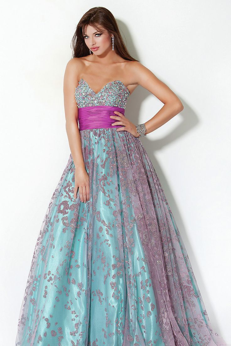 585 best evening gowns images on Pinterest | Evening gowns ...