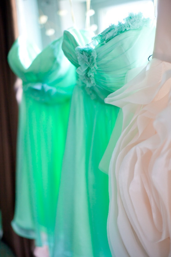 Love the colorDresses Wedding, Mint Green, Fashion Shoes, Carolinefrostphotographi Com, Floral Design, Bridesmaid Dresses, Frostings Photography, Girls Fashion, Bridesmaid Gowns