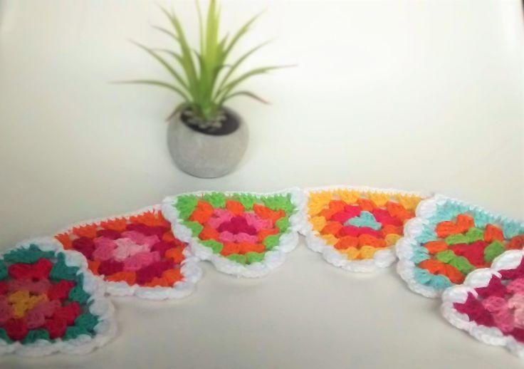 Guirnalda Banderines a crochet. Ideales para decorar cuartos, balcones, ambientes, etc. #vintage #home #lifestyle #handmade #decorhome #diseño #homestyle #tiendaonline