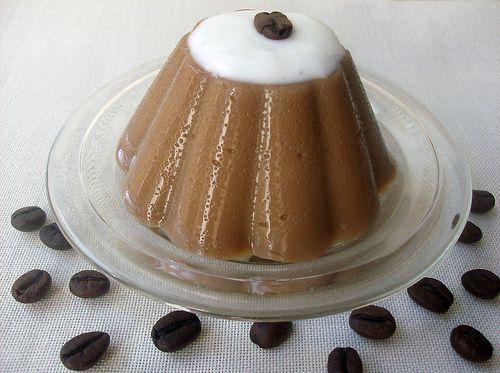 Ricetta budino al caffè PREPARAZIONE 50 MINUTI PER 4 PERSONE INGREDIENTI 2 uova intere + 3...