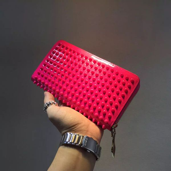 Christian Louboutin SS16新作 ルブタン財布 コピー New☆Sneakers 大人気のルブタン最新作です Reference : 3150940BK65 Material : Strass (ストラス) Christian Louboutin(クリスチャンルブタン) 脚を美しく見せるエレガントで上品なデザインが人気の高級ブランド! クリスチャンルブタンは真っ赤なソールがトレードマークで、エレガントで上品なデザインは、より女らしい足元に演出してくれる。 http://www.tokei-n.net/brandgoods-13592.html