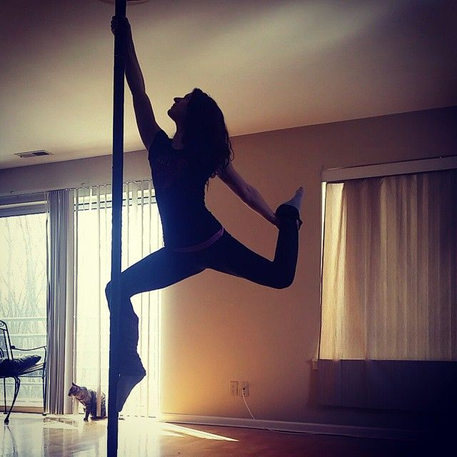 Spring is in the air  #sunshine #poledancer #poleskater #skater #polemove #polelife #polelove #ilovepole #poleart #ilovepoledance #pole #polefitness #poleflyaerialfitnessct #polefit #barworkout #poledancers #dancer #poledancersofinstagram #fitlife  #ig_poledance #igpoledancers