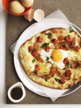 Prosciutto and tomato pizza with soft egg