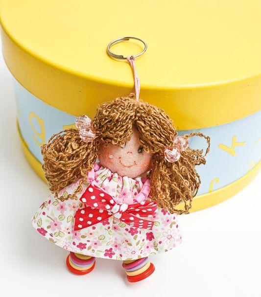 Chaveiro gracinha de boneca, feito de feltro. Não precisa de molde para costurar.