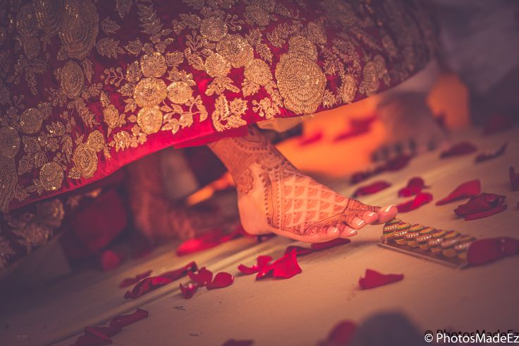 Pooja and Sidharth - Hindu Wedding at Westmount Country Club. Along with Elegant Affairs, DJ Gaurav, make up artist Sanjana Vaswani, Joseph Minasi video. Wedding Coordinated by Elite Events. Best Wedding Photographer PhotosMadeEz, Award winning photographer Mou Mukherjee. Gujarati Bride Indian Wedding in New Jersey . Gujarati Wedding Ceremony #SidHartsPooja #PANDEmonium #chulbulpandemeetsmispoo
