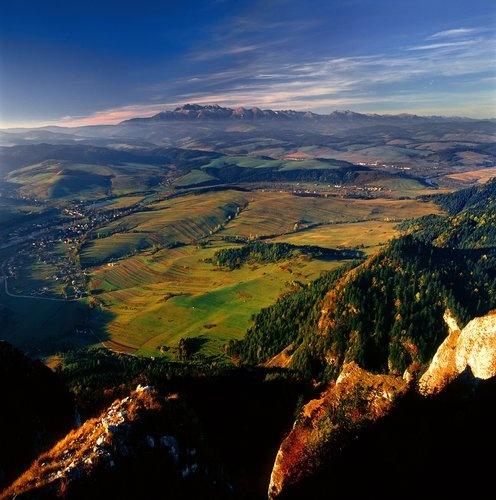 view from Okraglica National Park in Pieniny, Poland photo by Agencja BE