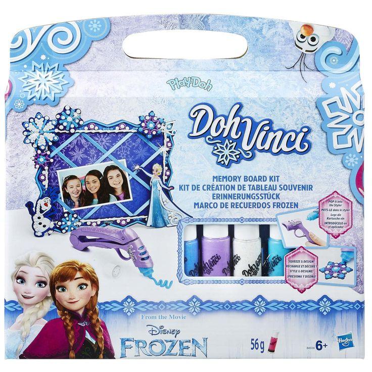 Laat je creativiteit schitteren en versier je kamer met Disney Frozen! Elke kamer wordt mooier met dit superhandige memobord met Elsa en Olaf. Maak met de Styler en Deco Pop tubes schitterend gekleurde 3D lijnen op het bord. Doe simpelweg een Deco Pop tube in de Styler en richt, knijp, versier en laat je fantasie schitteren! Deze set bevat o.a. een glinsterend witte Deco Pop tube voor geweldige sneeuw & ijs effecten. Bevestig er na het versieren je favoriete foto's, briefjes en andere herinn