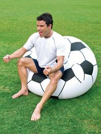 Poltrona gonfiabile a forma di pallone #dmail #casa #calcio