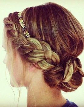 Love this braided bun, great for a vintage bride or her bridesmaids! Vintage Hairstyles:: Pretty Braids:: Up dos