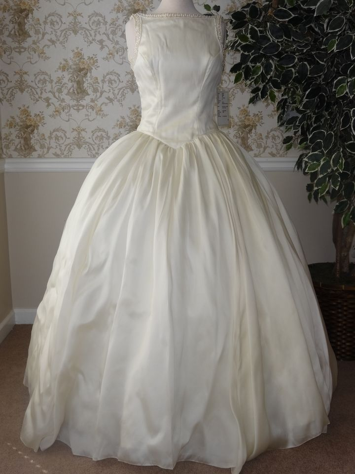 708 best images about priscilla wedding gowns on pinterest for Wedding dress rental boston