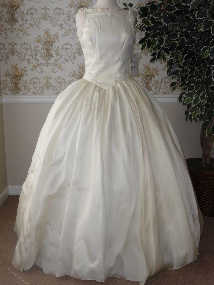 708 best Priscilla Wedding Gowns images on Pinterest Priscilla