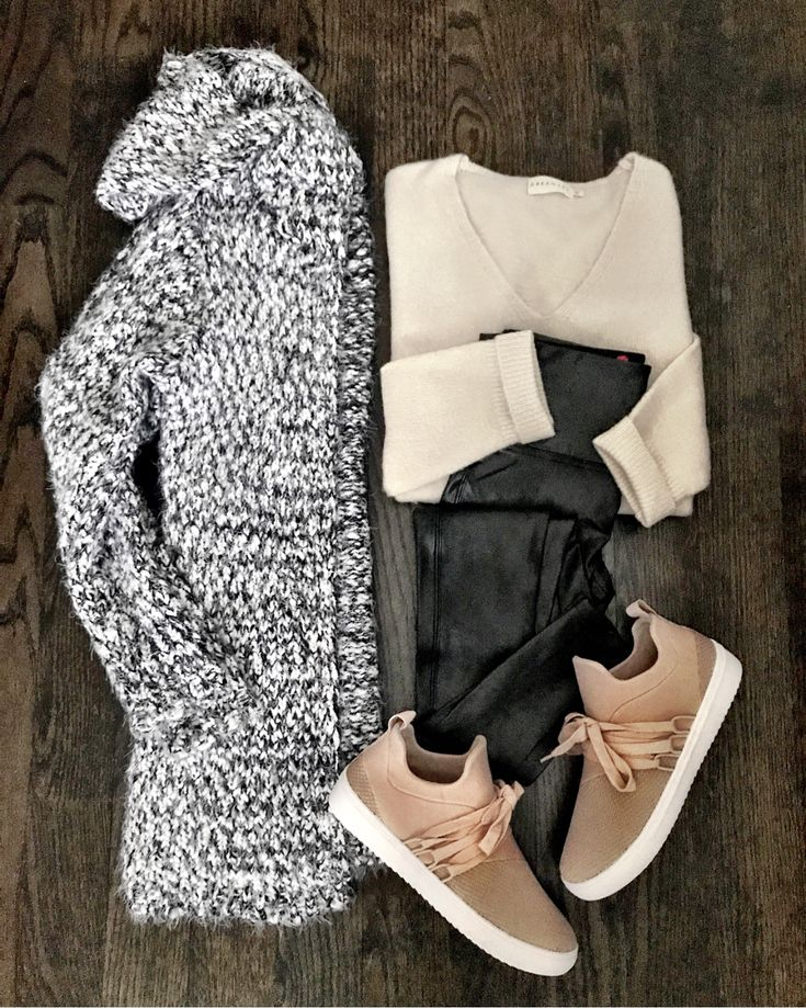IG: @mrscasual | Knit sweater, beige top, leggings, and blush sneakers
