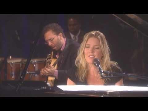 Diana Krall - Exactly Like You (Live In Rio) la adorooooooooo! en camita disfrutando con vinito  y kesoou como k seme esta kitando el headache...