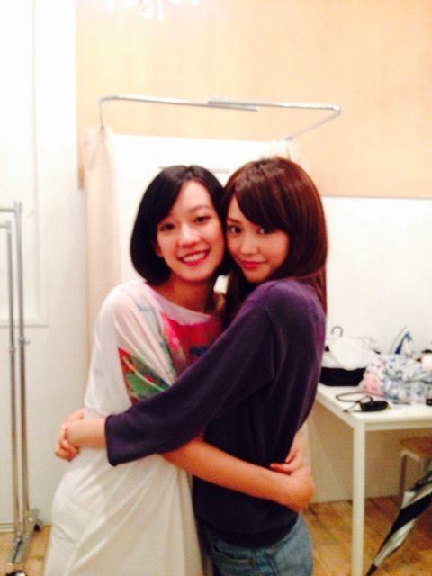 "Mirei Kiritani x 孟耿如 (Summer Meng: Taiwanese actress), BTS photo, J movie ""Koisuru Vampire (lit. Vampire in Love)"". Release: 04/17/2015  [Trailer] https://www.youtube.com/watch?v=v2UJ-nVvT0s"