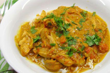 Sapori sfiziosi per accendere la primavera. Un'abbinata da provare: il classico pollo al curry da accompagnare a una fresca insalata di grano e paneer. Spezie e aromi che arrivano da lontano portano un po' di #India in cucina #chefboris #ricette