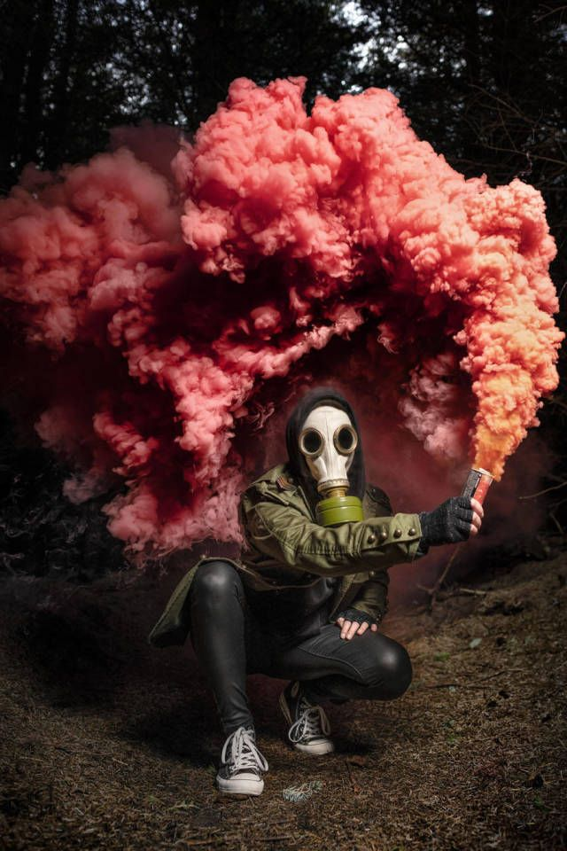 51 Fun Photos That Will Help You Laugh Your Troubles Away Smoke Bomb Photography Smoke Pictures Smoke Art