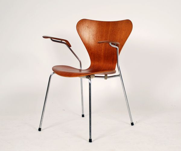 Arne Jacobsen  Model 3207 Produced by Fritz Hansen