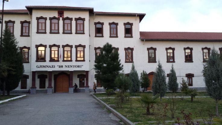 Osmanlı Döenminden kalan askeri bir yapı şimdi lise İşkodra Arnavutluk