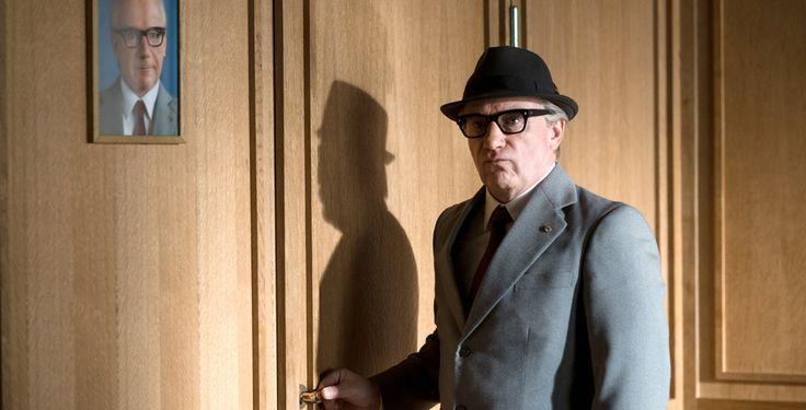 Vorwärts Immer - Neuer Trailer - Ein ostdeutscher Schauspieler (Jörg Schüttauf) gibt sich als Erich Honecker aus, um das Leben seiner Tochter zu retten.