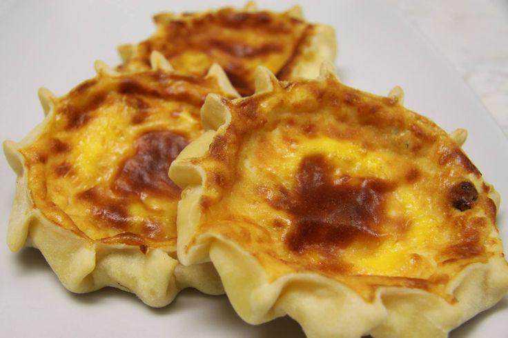 FORMAGELLE SARDE la componente principale è il formaggio fresco o ricotta, nel cagliaritano: pardulas, nel sassarese e nel nuorese casadinas o casgiatini o casgiadine seconda la zona sono dolci o salate, all'aroma di arancia o limone o uvetta #ItalianFood #cucinaitaliana #piattiitaliani #piattitipici #piattitipiciregionali #Gourmet #Foodie #FoodBlogger #CarnevaliLuigi  https://www.facebook.com/terreLAMBRUSCO/?fref=ts https://twitter.com/luigicarnevali…