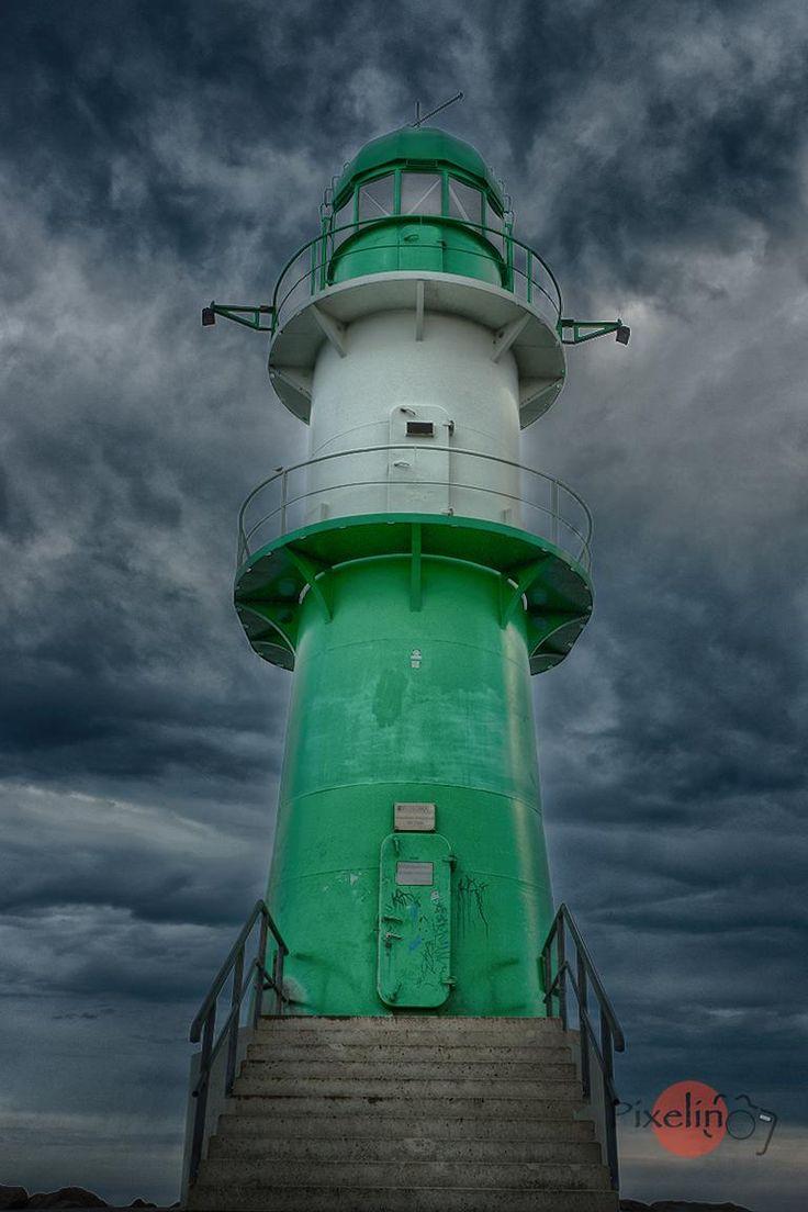 Der grüne Leuchtturm (The Green Lighthouse) in Warnemünde, Ostsee, Germany                                                                                                                                                     Mehr