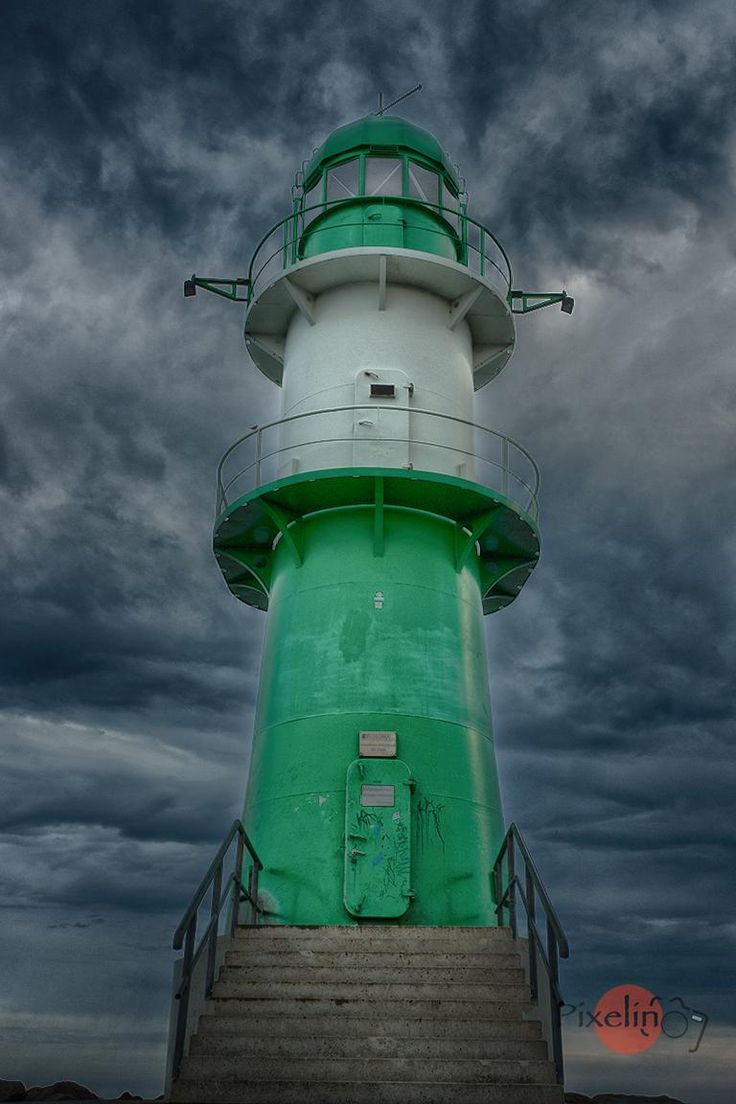 Der grüne Leuchtturm (The Green Lighthouse) in Warnemünde, Ostsee, Germany