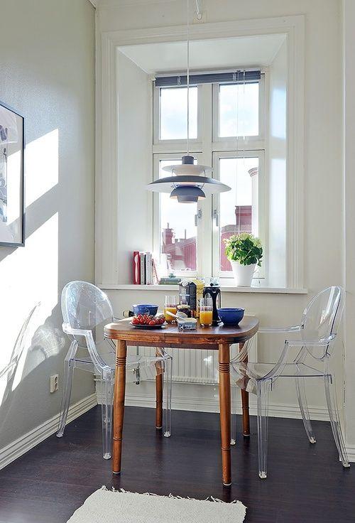 louis ghost chair, cadeira transparente na decoração, mesa de café da manhã para duas pessoas