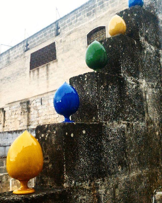 Grottaglie, le scale della Bottega Vestita  #ceramica #ceramics #ceramic #pigna #pomo #colorfull #volgopuglia #volgotaranto #grottaglie #grottaglieinrete #artigianato #handmade #puglia #weareinpuglia #thisispuglia #igerspuglia #taranto