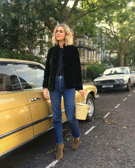Adenorah, casaco preto de veludo, blusa cinza, calça jeans cropped, ankle boot