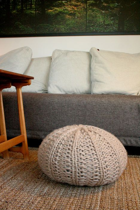 1000 images about knitted poufs on pinterest floor for Floor knitting