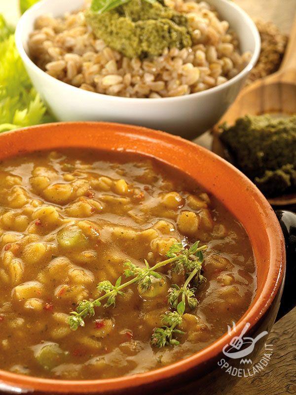 Spelt soup and beans - Il Minestrone di farro e cannellini è un primo della tradizione povera contadina, tipicamente toscano, che può diventare un ottimo piatto unico!