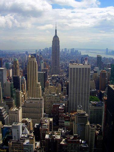 Penny fliegt mit ihren Eltern und Elliot über die Weihnachferien nach NY da die Eltern dort geschäftlich beschäftigt werden ( sie sind Hochzeitplaner)