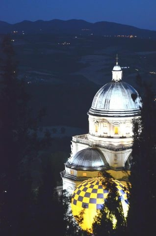 Balloons by Night in #Todi  for the 24th International Balloons Grand Prix .