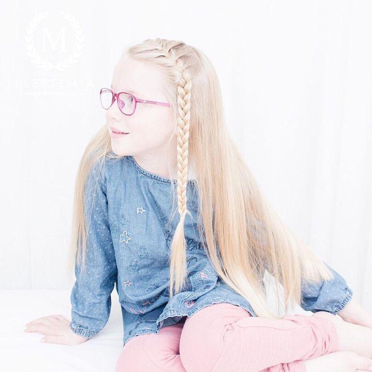 Emma wanted a simple French braid in front for her school photo 💕 / Emma ville ha en enkel fransk flette og løst hår på skolebildet 💕