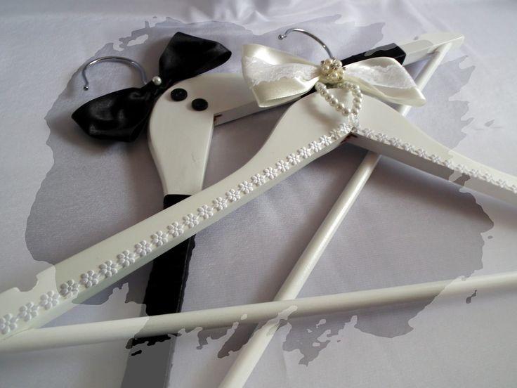 Esküvői menyasszony és vőlegény vállfa