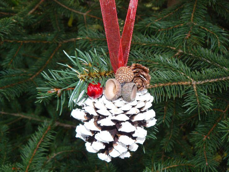Karácsonyfadísz tobozból