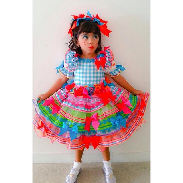 Caipira linda!  #atelierlydiaseabra #lydiaseabra #saojoao2015 #saojoao #feitoamao #handmade #festajunina #festadesaojoao #festatematica #vestidojunino #vestidocaipira #vestidoinfantil #vestidodesaojoao #vestidodecrianca #matuta